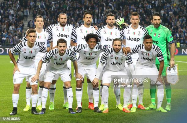 Juventus players pose for a team photo before the start of the UEFA Champions League Round of 16 First Leg match between FC Porto and Juventus at...