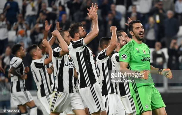 Juventus team celebrates the victory after winning the UEFA Champions League Round of 4 first leg match between FC Juventus and Barcelona FC at...