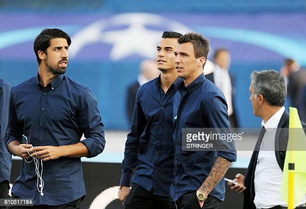 Juventus' team players German midfielder Sami Khedira goalkeeper Emil Audero forward Mario Mandzukic inspect the pitch at the Maksimir stadium in...