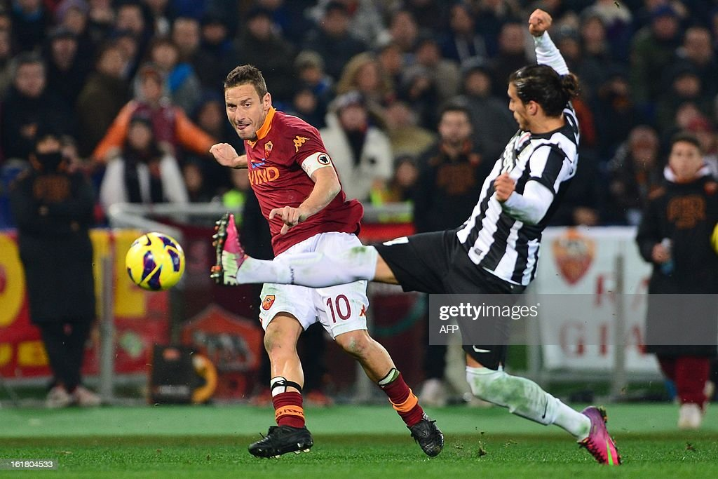 Juventus' Uruguayan defender Martin Caceres (R) fights for the ball with AS Roma forward Francesco Totti during the Italian Serie A football match between AS Roma and Juventus on February 16, 2013 at the Olympic Stadium in Rome. AFP PHOTO / GIUSEPPE CACACE