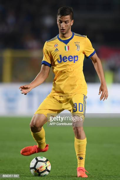 Juventus' Uruguayan midfielder Rodrigo Bentancur controls the ball during the Italian Serie A football match between Atalanta and Juventus at the...