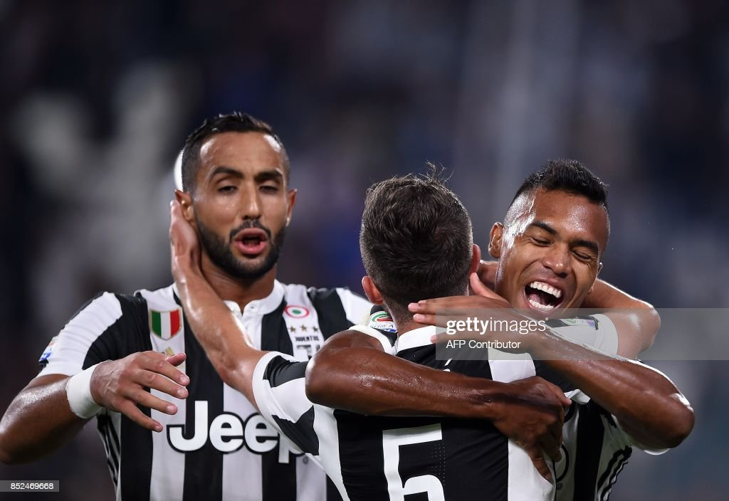 Juventus's defender from Brazil Alex Sandro (R) celebrates with teamates after scoring during the Italian Serie A football match Juventus vs Torino at the Allianz Stadium in Turin on September 23, 2017. /