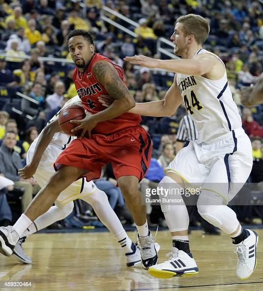 Juwan Howard Jr #2 of the Detroit Titans drives to the basket against Max Bielfeldt of the Michigan Wolverines during the second half at Crisler...