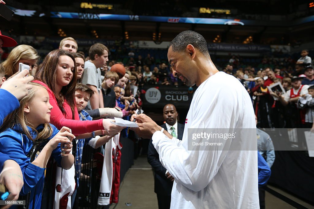 Juwan Howard #5 of the Miami Heat signs autographs before the game against the Minnesota Timberwolves on March 4, 2013 at Target Center in Minneapolis, Minnesota.