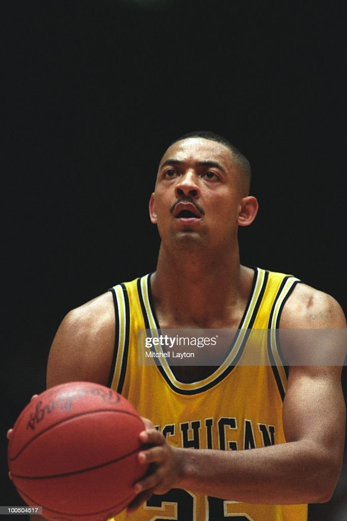 Juwon Howard #25 of the Michigan Wolverines takes a foul shot during a NCAA second round basketball game at the McKale Center on March 21, 1993 in Tuscon, Arizona..