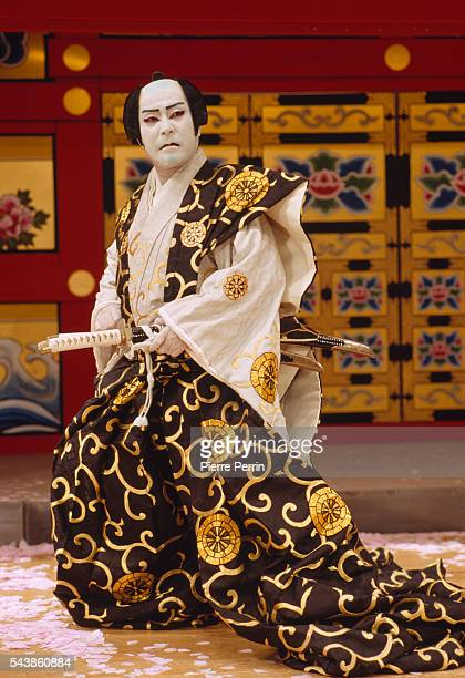 an overview of kabuki a japanese theater form Week 1a outline (1/8) introduction to japanese theater and religion in noh a   week 6a outline (2/12): costumes, make-up and form in kabuki acting i:.
