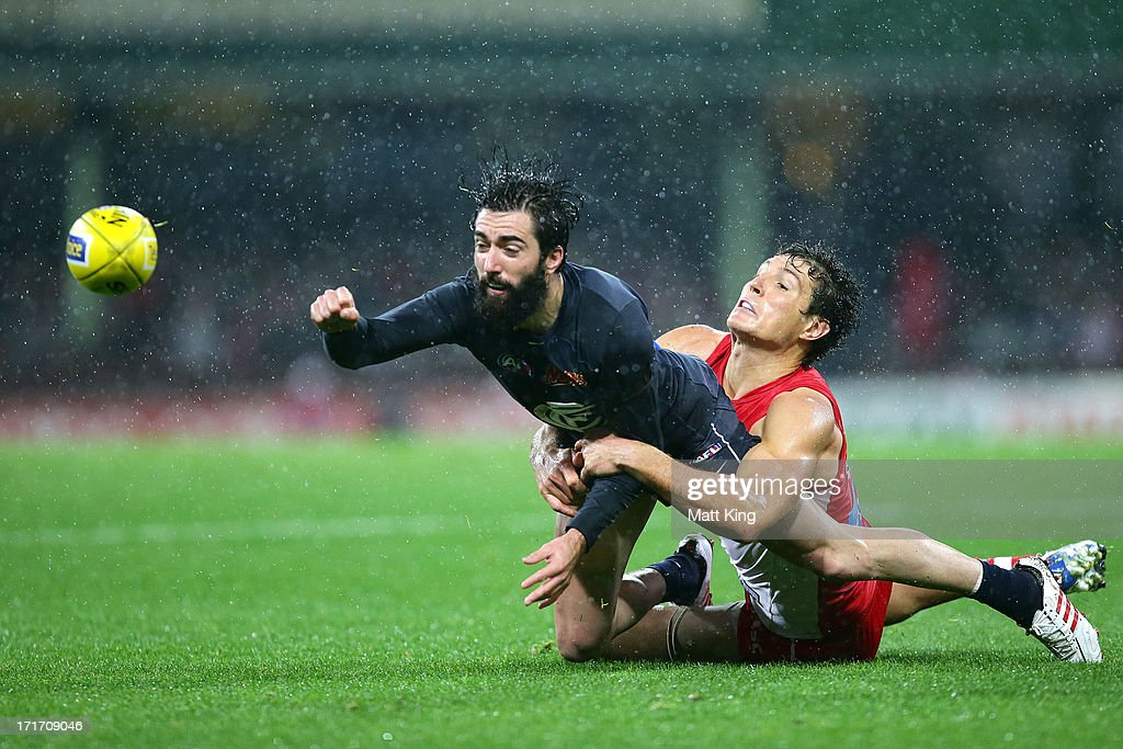 Kade Simpson of the Blues is challenged by <a gi-track='captionPersonalityLinkClicked' href=/galleries/search?phrase=Kurt+Tippett&family=editorial&specificpeople=779177 ng-click='$event.stopPropagation()'>Kurt Tippett</a> of the Swans during the round 14 AFL match between the Sydney Swans and the Carlton Blues at SCG on June 28, 2013 in Sydney, Australia.