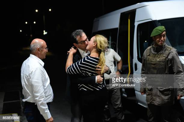 Kadri Gursel kisses his wife after his release from Silivri prison on September 26 2017 in Istanbul following a Turkish court order to free the...