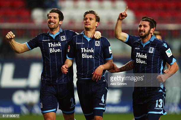 Kai Buelow of 1860 Muenchen celebrates his team's first goal with team mates during the Second Bundesliga match between 1 FC Kaiserslautern and TSV...