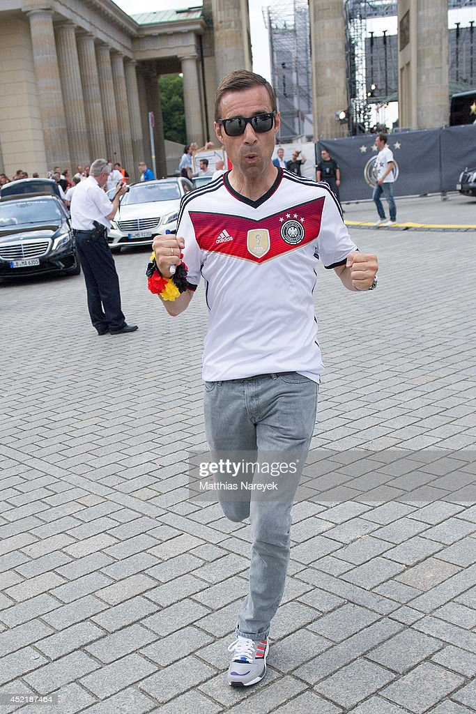 Kai Pflaume attends the German team victory ceremony on July 15 2014 in Berlin Germany Germany won the 2014 FIFA World Cup Brazil match against...