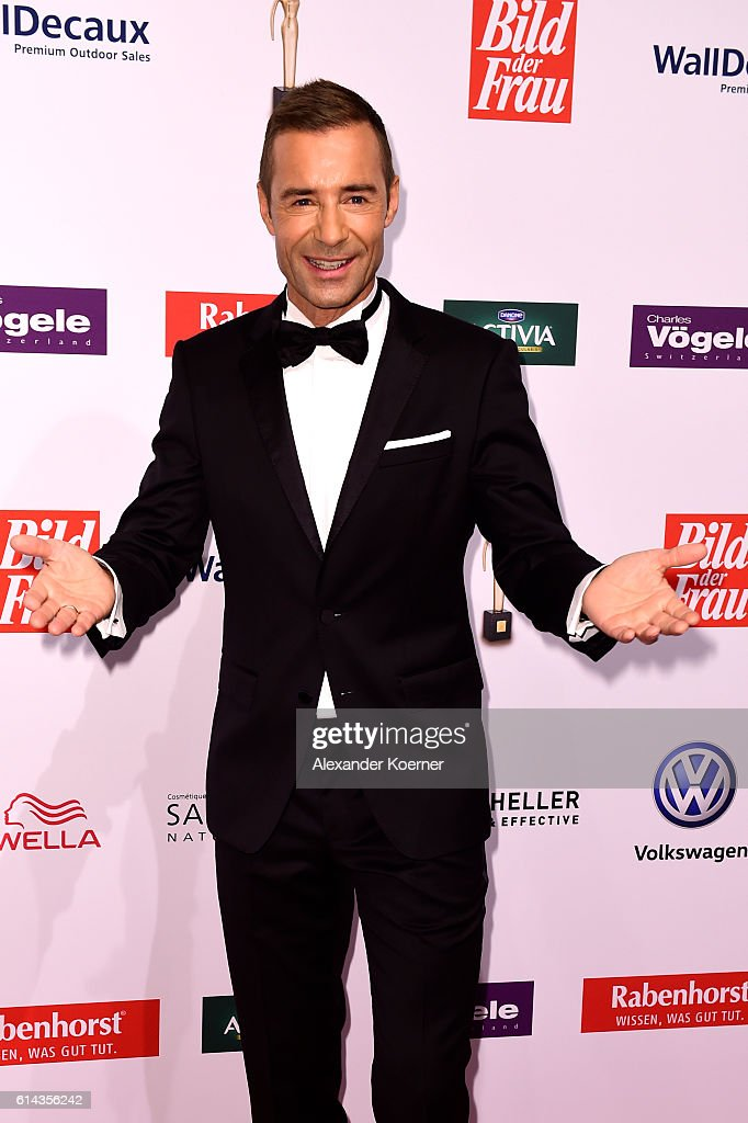Kai Pflaume attends the red carpet at the 'Goldene Bild der Frau' award at Stage Theater on October 13, 2016 in Hamburg, Germany.