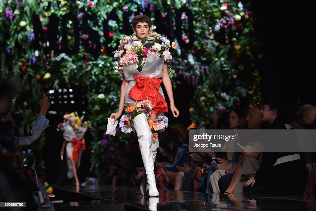 kaia-gerber-walks-the-runway-at-the-moschino-show-during-milan-week-picture-id850896786