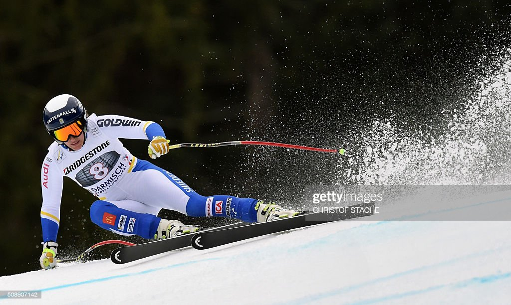 Kajsa Kling from Sweden races down the hill during the Ladies Super G competition race at the FIS Alpine Skiing World Cup in Garmisch-Partenkirchen, southern Germany, on February 7, 2016. Lara Gut from Switzerland won the competition, Viktoria Rebensburg from Germany placed second and Lindsey Vonn from USA placed third. / AFP / Christof STACHE