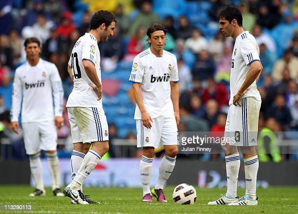 Kaka and Higuain of Real Madrid look on after conceeding another goal during the La Liga match between Real Madrid and Real Zaragoza at Estadio...