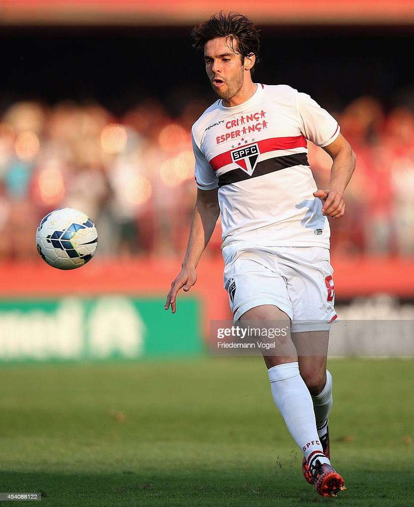Kaka of Sao Paulo runs with the ball during the match between Sao Paulo and Santos for the Brazilian Series A 2014 at Estadio do Morumbi on August 24...