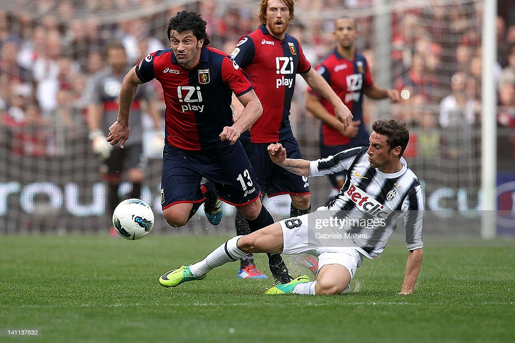 <a gi-track='captionPersonalityLinkClicked' href=/galleries/search?phrase=Kakha+Kaladze&family=editorial&specificpeople=646904 ng-click='$event.stopPropagation()'>Kakha Kaladze</a> (L) of Genoa CFC fights for the ball with <a gi-track='captionPersonalityLinkClicked' href=/galleries/search?phrase=Claudio+Marchisio&family=editorial&specificpeople=4604252 ng-click='$event.stopPropagation()'>Claudio Marchisio</a> of Juventus FC during the Serie A match between Genoa CFC and Juventus FC at Stadio Luigi Ferraris on March 11, 2012 in Genoa, Italy.