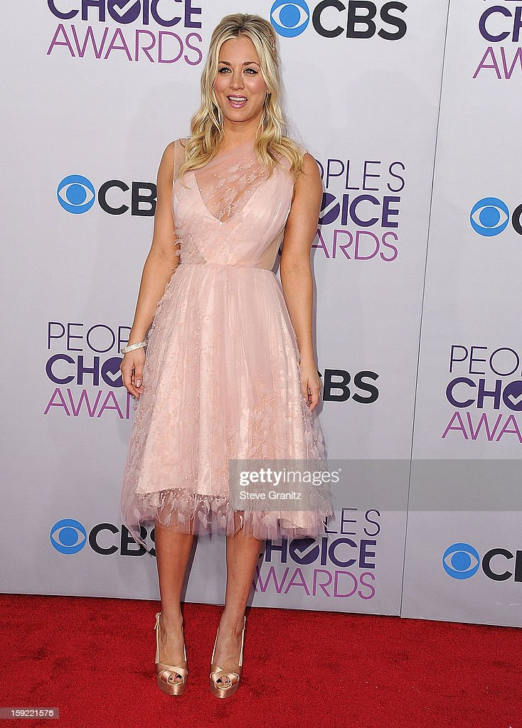 Kaley Cuoco arrives at the 2013 People's Choice Awards at Nokia Theatre L.A. Live on January 9, 2013 in Los Angeles, California.