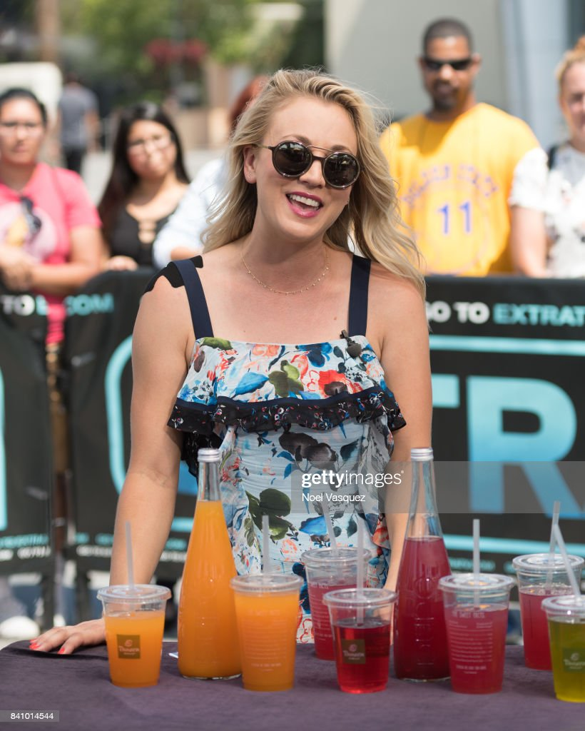 Kaley Cuoco visits 'Extra' at Universal Studios Hollywood on August 30, 2017 in Universal City, California.