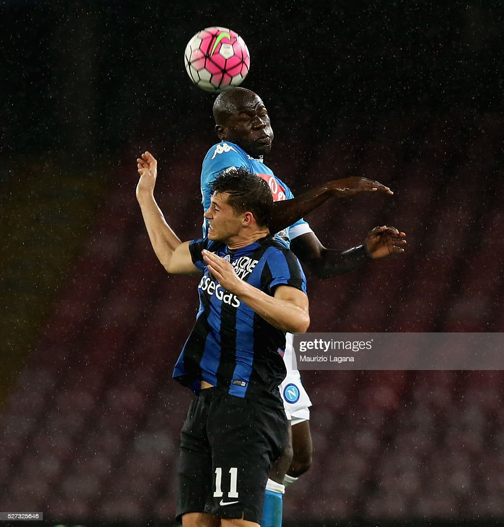Kalidou Koulibaly of Napoli competes for the ball in air with Remo Freuler of Atalanta during the Serie A match between SSC Napoli and Atalanta BC at Stadio San Paolo on May 2, 2016 in Naples, Italy.