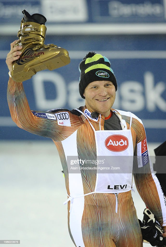<a gi-track='captionPersonalityLinkClicked' href=/galleries/search?phrase=Kalle+Palander&family=editorial&specificpeople=207071 ng-click='$event.stopPropagation()'>Kalle Palander</a> of Finland retires from Alpine ski world cup during the Audi FIS Alpine Ski World Cup Men's Slalom on November 11, 2012 in Levi, Finland.