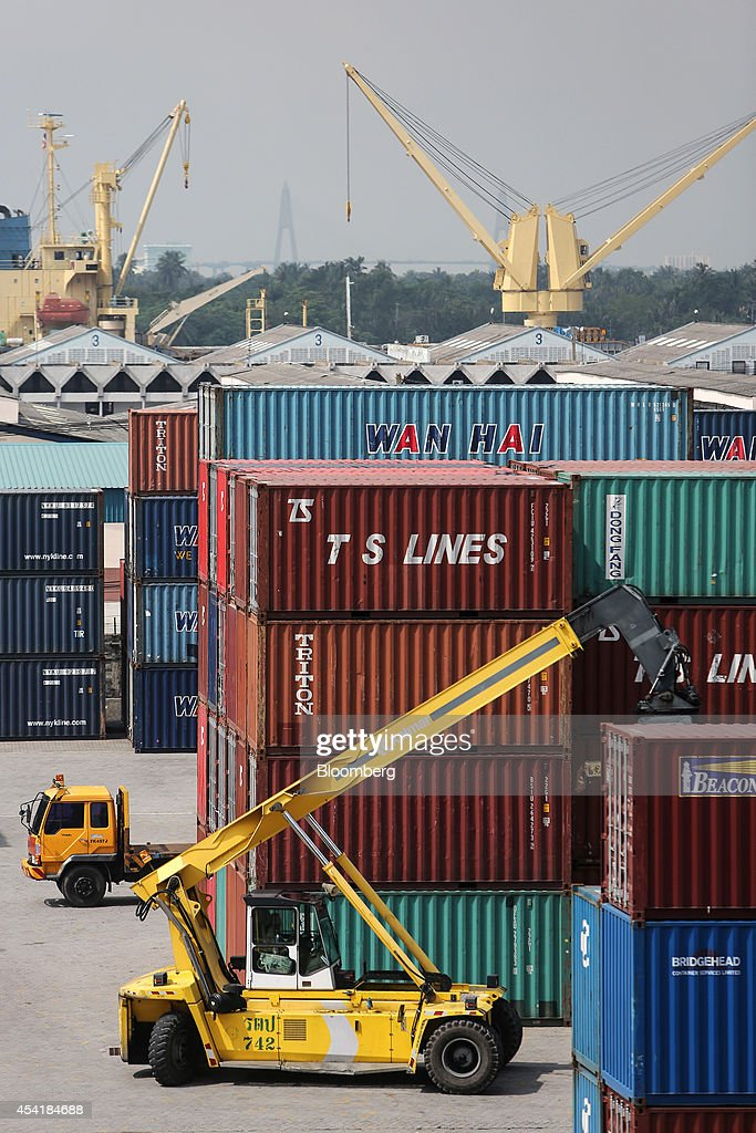 A Kalmar reachstacker operates at the Port of Bangkok, Thailand, on Monday, Aug. 25, 2014. Thailand's trade figures are scheduled for release on Aug. 27. Photographer: Dario Pignatelli/Bloomberg via Getty Images