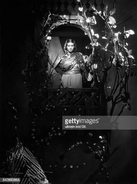 Kalsoum Om Singer Egypt *pres in a movie set published in 'Stern' 8/1939 Vintage property of ullstein bild