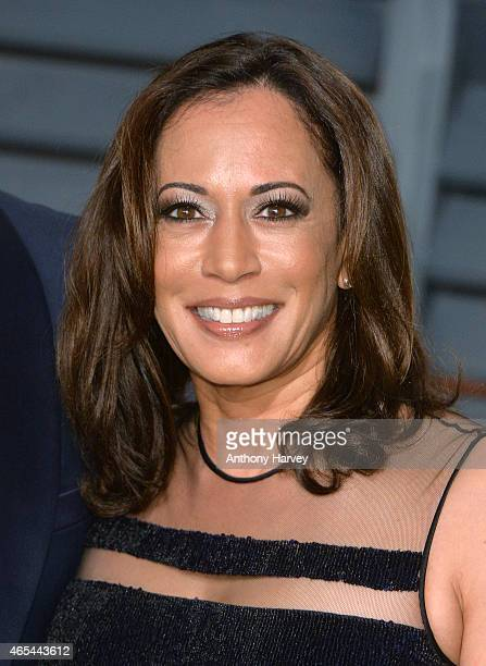 Kamala Harris arrives at the 2015 Vanity Fair Oscar Party Hosted By Graydon Carter at Wallis Annenberg Center for the Performing Arts on February 22...