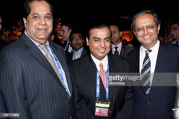 KV Kamath nonexecutive chairman of ICICI Bank from left Mukesh D Ambani chairman of Reliance Industries Ltd and Vikram Pandit chief executive officer...