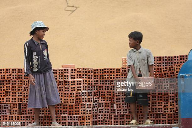 KHM Kambodscha Battambangl People in a brickworks are hold like slaves The Don Bosco school project helps the children to get an education