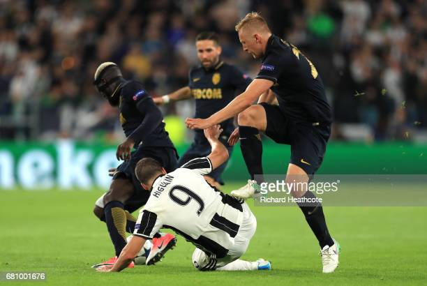 Kamil Glik of AS Monaco clashes with Gonzalo Higuain of Juventus during the UEFA Champions League Semi Final second leg match between Juventus and AS...