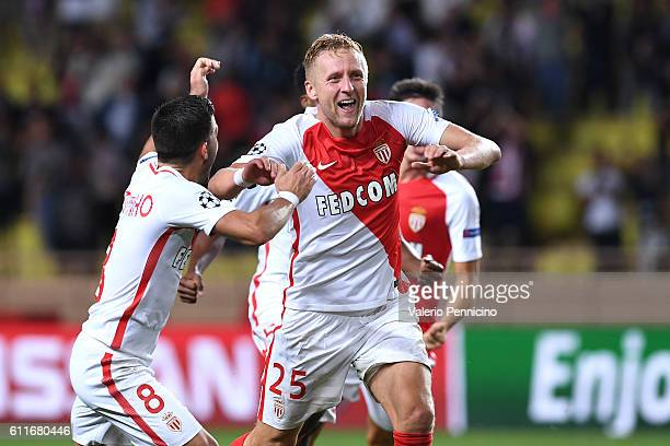 Kamil Glik of AS Monaco FC celebrates after scoring the equalizer goal with team mates during the UEFA Champions League Group E match between AS...
