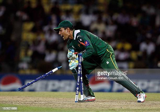 Kamran Akmal of Pakistan attempts a run out during the ICC World T20 Group D match between New Zealand and Pakistan at Pallekele Cricket Stadium on...