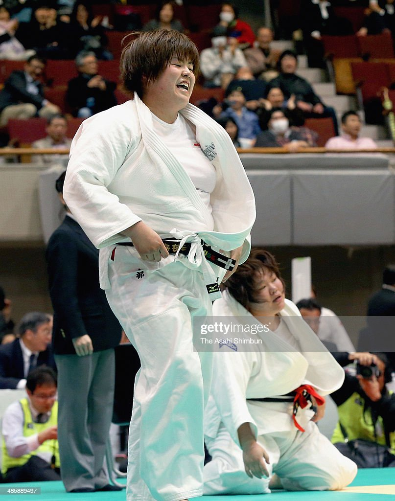 <a gi-track='captionPersonalityLinkClicked' href=/galleries/search?phrase=Kanae+Yamabe&family=editorial&specificpeople=9206119 ng-click='$event.stopPropagation()'>Kanae Yamabe</a> (L) celebrates winning the final against <a gi-track='captionPersonalityLinkClicked' href=/galleries/search?phrase=Megumi+Tachimoto&family=editorial&specificpeople=5645971 ng-click='$event.stopPropagation()'>Megumi Tachimoto</a> during the 29th Empress Cup All Japan Women's Judo Championship at Yokohama Cultural Gymnasium on April 20, 2014 in Yokohama, Kanagawa, Japan.