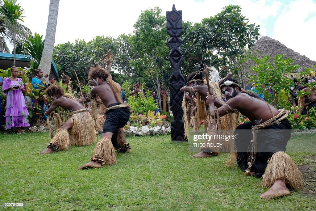 Kanak dancers perform during a visit by the French prime minister to the Easo touristic area on the island of Lifou in New Caledonia on May 1, 2016. / AFP / Th��o Rouby