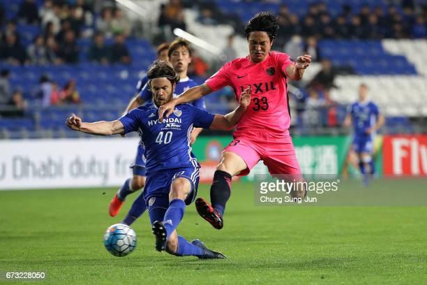 Kanazaki Mu of Kashima Antlers competes for the ball with Richard Windbichler of Ulsan Hyundai FC during the AFC Champions League Group E match...