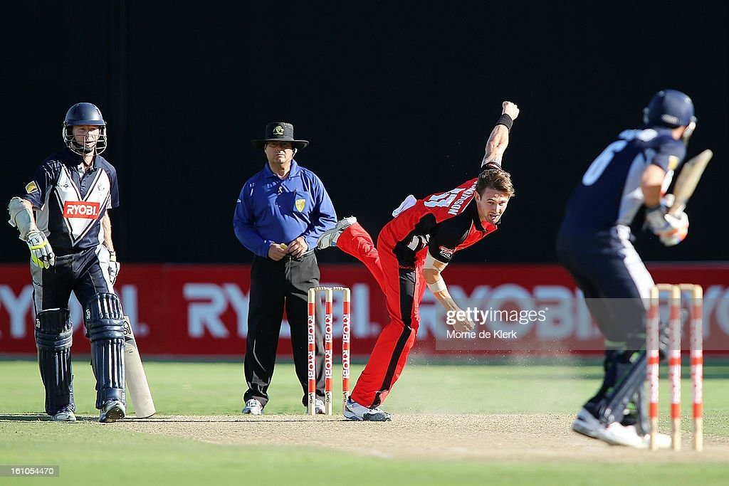 Kane Richardson (C) of the Redbacks bowls during the Ryobi One Cup Day match between the South Australian Redbacks and the Victorian Bushrangers at Adelaide Oval on February 9, 2013 in Adelaide, Australia.