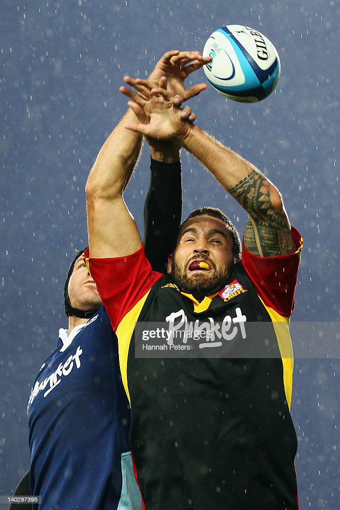 Kane Thompson of the Chiefs wins lineout ball against Ali Williams of the Blues during the round two Super Rugby match between the Chiefs and the Blues at Waikato Stadium on March 2, 2012 in Hamilton, New Zealand.