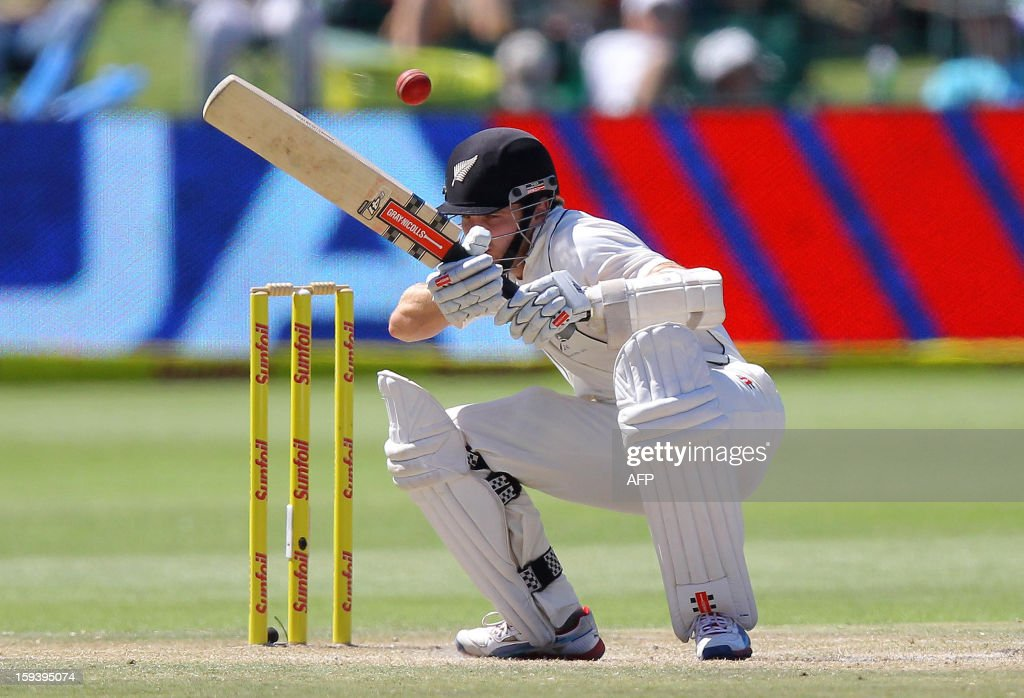 Kane Williamsoin of New Zealand is almost hit on the head on the third day of the second and final test match between South Africa and New Zealand at the Axxess St George's Cricket Stadium on January 13, 2013 in Port Elizabeth. AFP Photo / Anesh Debiky