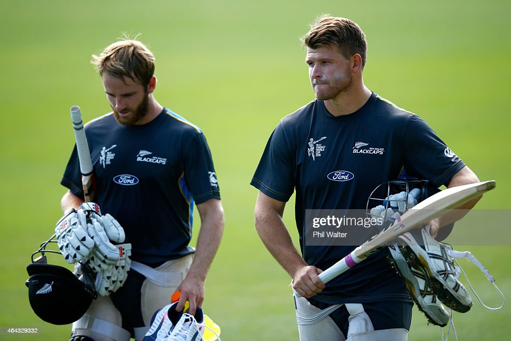 <a gi-track='captionPersonalityLinkClicked' href=/galleries/search?phrase=Kane+Williamson&family=editorial&specificpeople=4738503 ng-click='$event.stopPropagation()'>Kane Williamson</a> (L) and <a gi-track='captionPersonalityLinkClicked' href=/galleries/search?phrase=Corey+Anderson+-+Joueur+de+cricket&family=editorial&specificpeople=12457249 ng-click='$event.stopPropagation()'>Corey Anderson</a> of New Zealand (R) arrive for a New Zealand Black Caps training session at Eden Park on February 25, 2015 in Auckland, New Zealand.