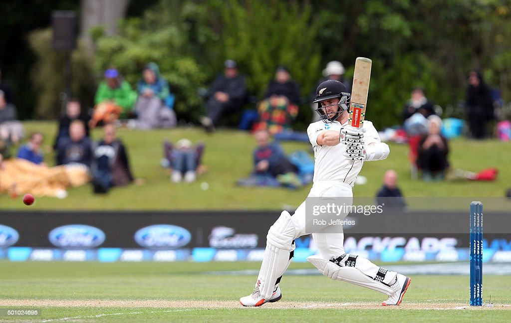 <a gi-track='captionPersonalityLinkClicked' href=/galleries/search?phrase=Kane+Williamson&family=editorial&specificpeople=4738503 ng-click='$event.stopPropagation()'>Kane Williamson</a> of New Zealand bats during day three of the First Test match between New Zealand and Sri Lanka at University Oval on December 12, 2015 in Dunedin, New Zealand.