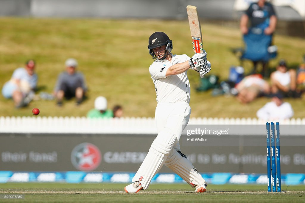 <a gi-track='captionPersonalityLinkClicked' href=/galleries/search?phrase=Kane+Williamson&family=editorial&specificpeople=4738503 ng-click='$event.stopPropagation()'>Kane Williamson</a> of New Zealand bats during day three of the Second Test match between New Zealand and Sri Lanka at Seddon Park on December 20, 2015 in Hamilton, New Zealand.