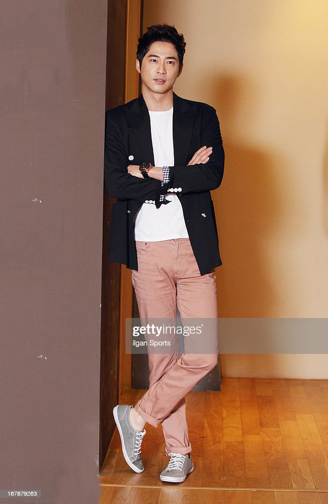 <a gi-track='captionPersonalityLinkClicked' href=/galleries/search?phrase=Kang+Ji-Hwan&family=editorial&specificpeople=5629350 ng-click='$event.stopPropagation()'>Kang Ji-Hwan</a> poses for photographs on April 30, 2013 in Seoul, South Korea.