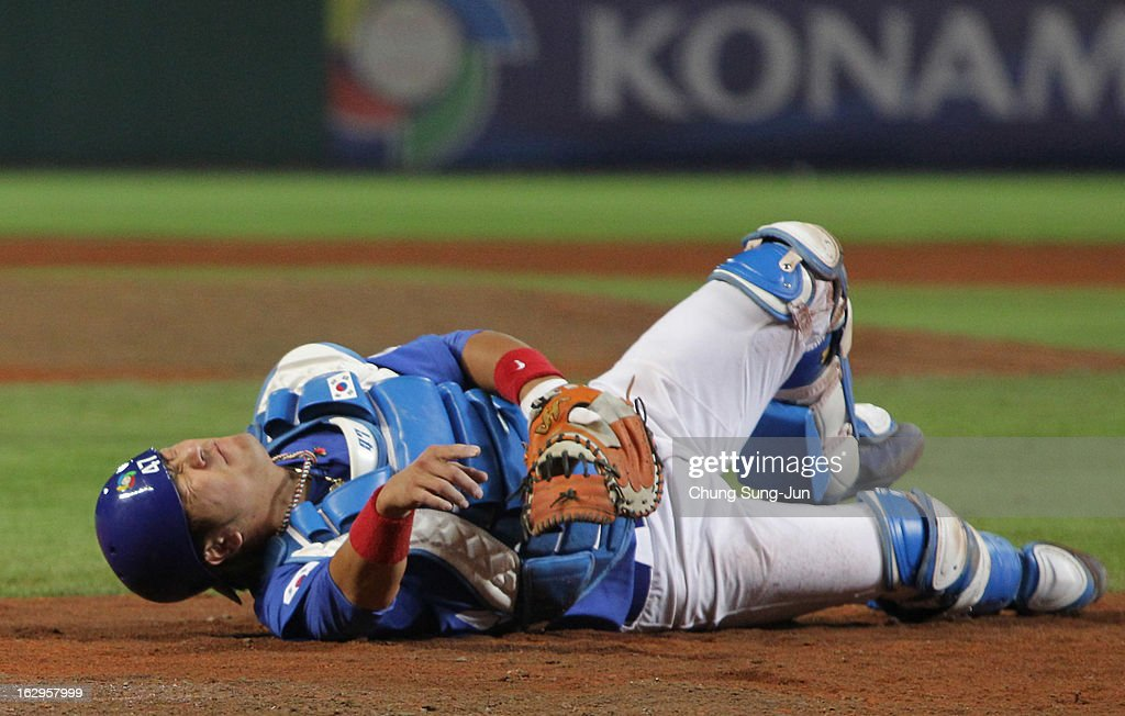 Kang Min-Ho of South Korea reacts after a collision with Jonathan Schoop of Netherlands bottom in the seventh inning during the World Baseball Classic First Round Group B match between South Korea and the Netherland at Intercontinental Baseball Stadium on March 2, 2013 in Taichung, Taiwan.