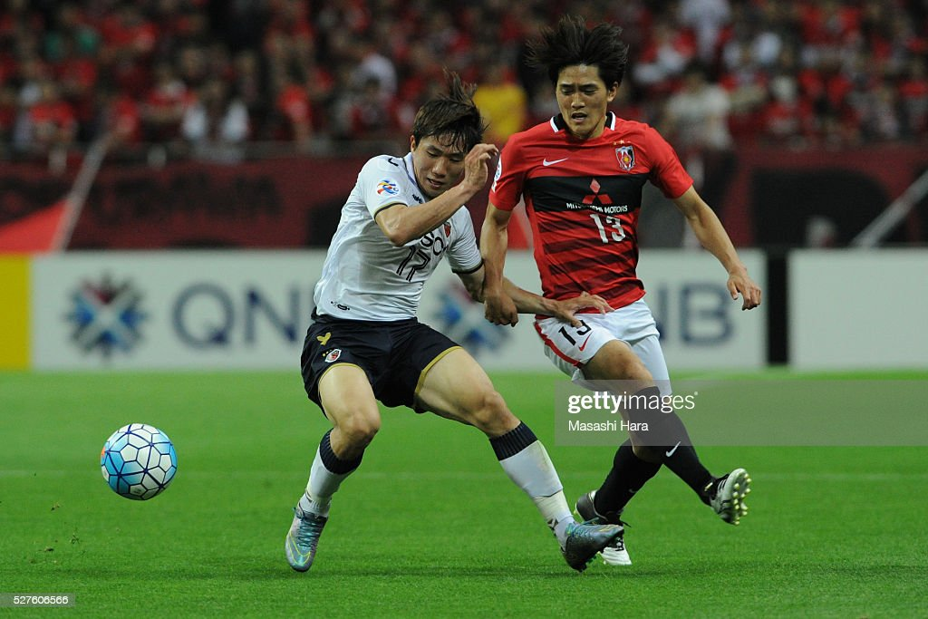 Kang Sangwoo #17 of Pohang Steelers (L) and Toshiyuki Takagi #13 of Urawa Red Diamonds compete for the ball during the AFC Champions League Group H match between Urawa Red Diamonds and Pohang Steelers at the Saitama Stadium on May 3, 2016 in Saitama, Japan.