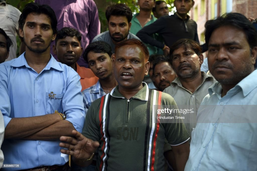 Kanhiya Kumar (C), father of Vishan Kumar (PWD Worker), talking to media after Rishi Pal was dead and left three people unconscious during sewer cleaning at Lok Nayak Jai Prakash Narayan Hospital, on August 20, 2017 in New Delhi, India. Rishi Pal, 40, along with Bishan, 30, Kiran Pal, 25, and Sumit, 30, fell unconscious after inhaling poisonous gases while cleaning the sewer.