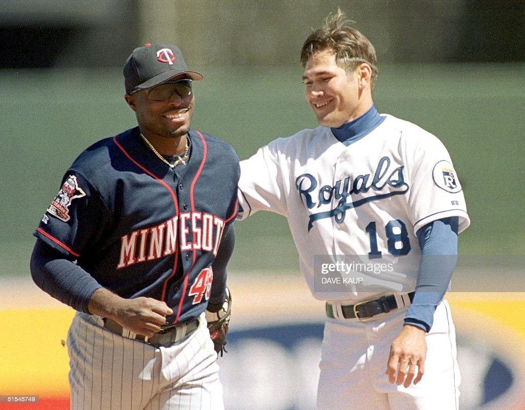 Kansas City Royals left fielder Johnny Damon (R) congratulates Minnesota Twins Torii Hunter after the center fielder made a diving catch on a Damon pop fly to end the third inning during the Royals 5-2 win 08 April, 2000 in Kansas City. AFP PHOTO/Dave KAUP