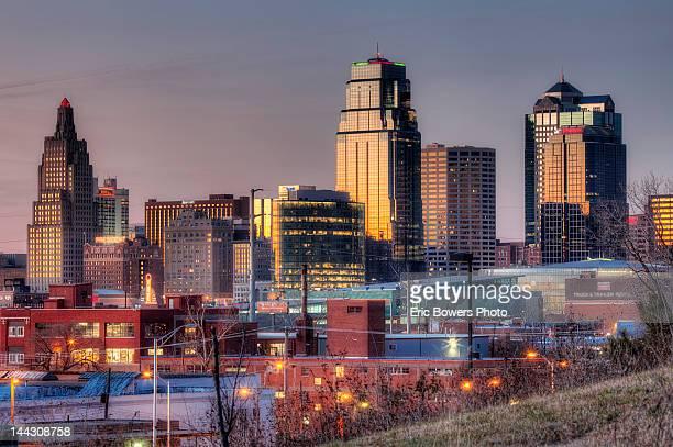 Kansas City skmyline at dusk