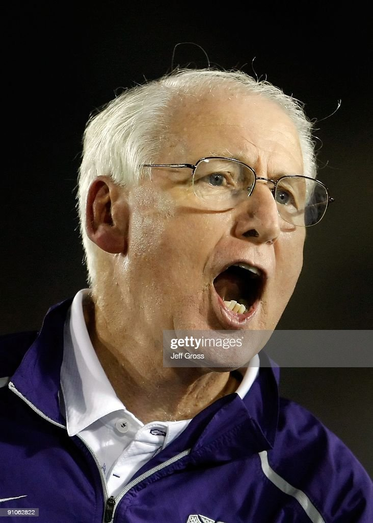Kansas State Wildcats head coach <a gi-track='captionPersonalityLinkClicked' href=/galleries/search?phrase=Bill+Snyder+-+American+Football+Coach&family=editorial&specificpeople=15001094 ng-click='$event.stopPropagation()'>Bill Snyder</a> yells towards the bench against the UCLA Bruins at the Rose Bowl on September 19, 2009 in Pasadena, California. UCLA defeated Kansas State 23-9.