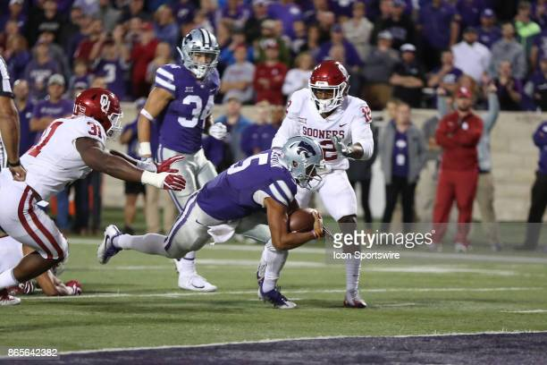 Kansas State Wildcats quarterback Alex Delton gets to the 1yard line after a 7yard run in the fourth quarter of a Big 12 game between the Oklahoma...