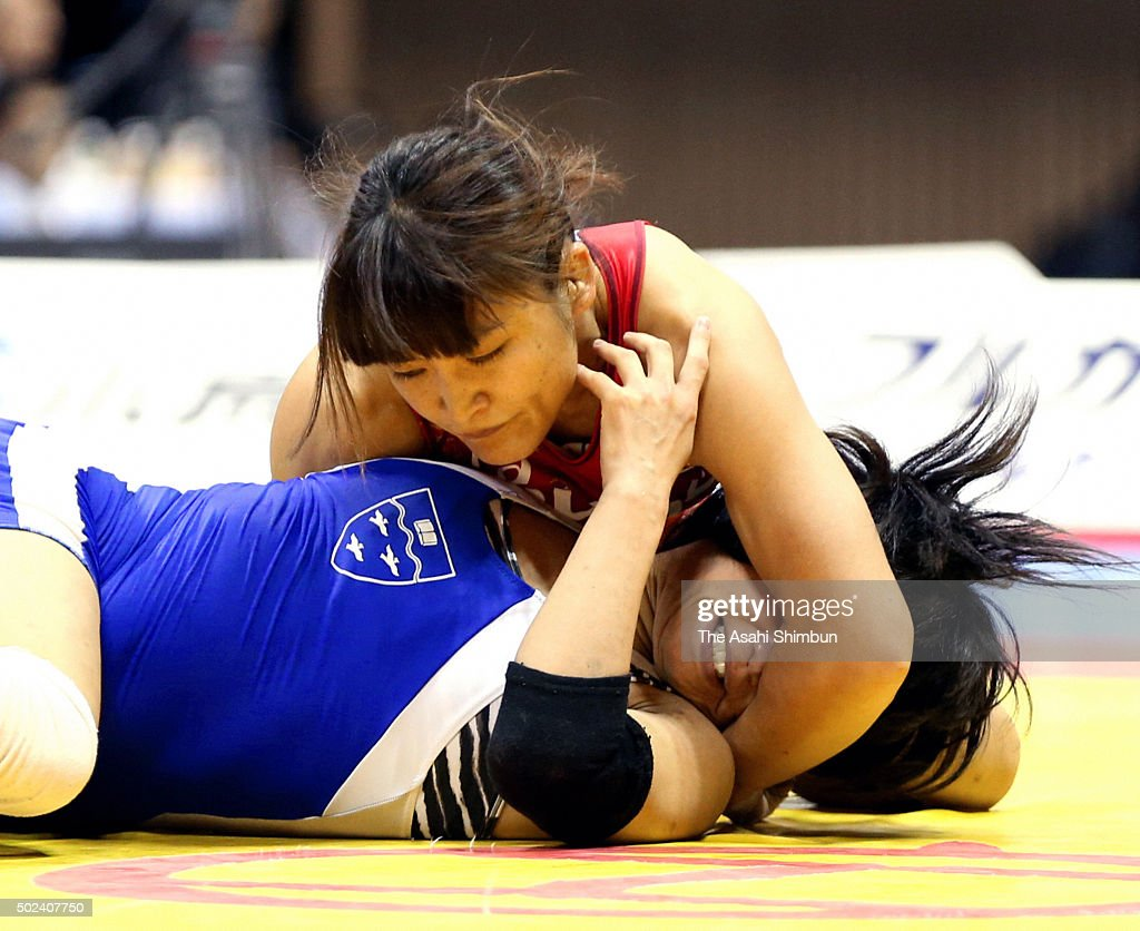 <a gi-track='captionPersonalityLinkClicked' href=/galleries/search?phrase=Kaori+Icho&family=editorial&specificpeople=2374687 ng-click='$event.stopPropagation()'>Kaori Icho</a> (red) and Nachi Masuda (blue) compete in the Women's -58kg final during day two of the All Japan Wrestling Championships at Yoyogi National Gymnasium on December 22, 2015 in Tokyo, Japan.